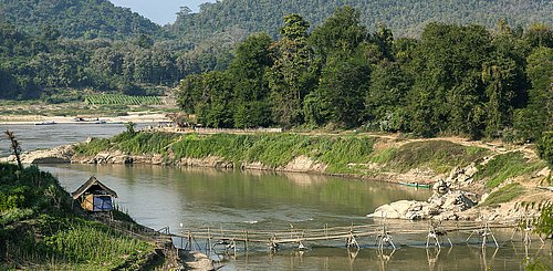 Bruecke ueber den Nam Khan Fluss in Luang Prabang Laos Indochina